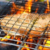 Ostesmørbrød på bålet