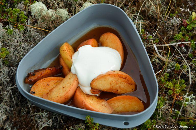 Epler bakt i bålet