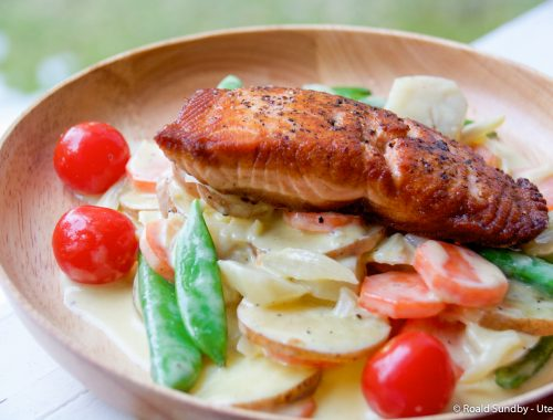Stekt laks med kremede grønnsaker